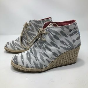 Toms Desert Wedge Booties in Grey and White Ikat